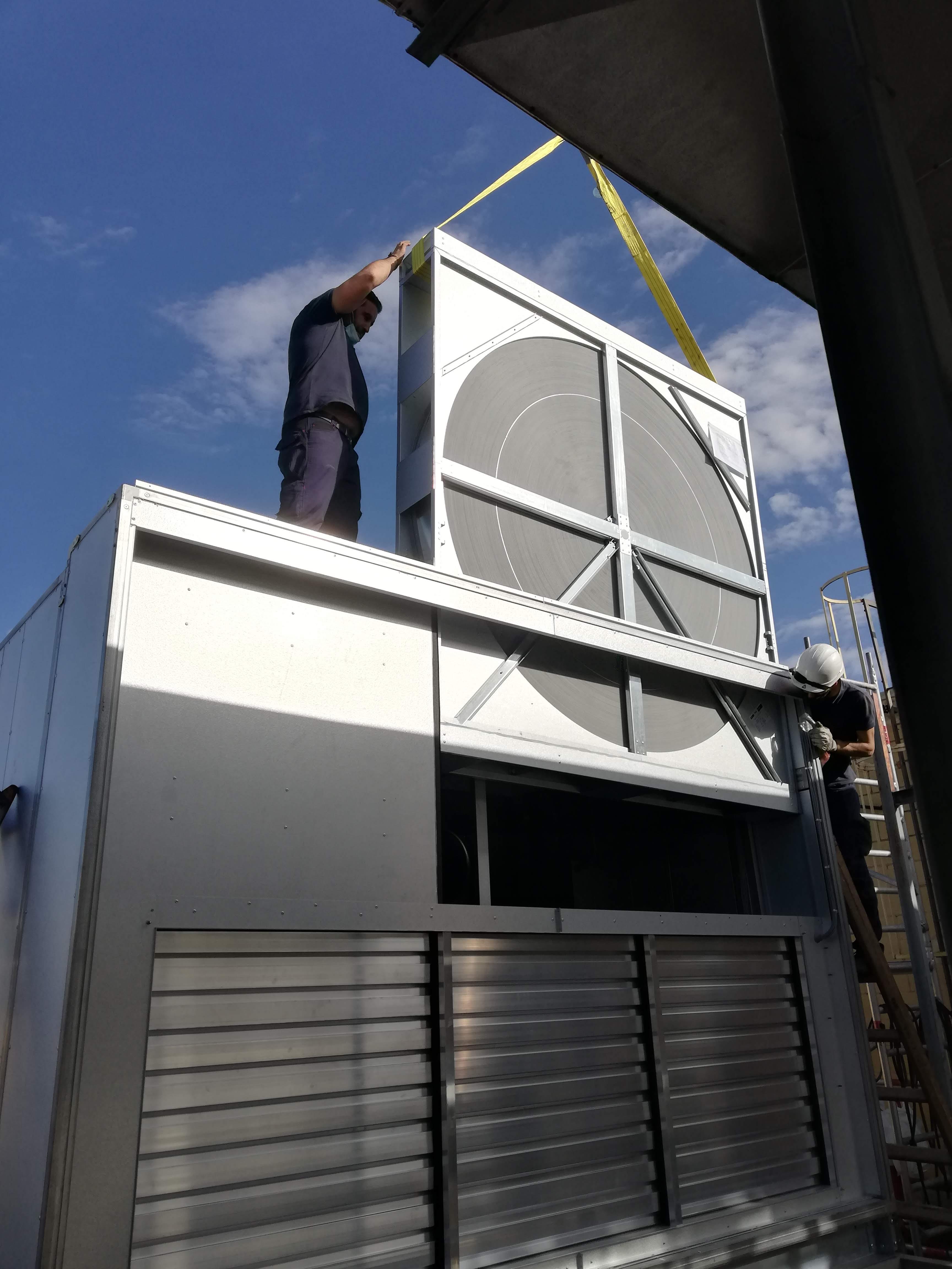 Guadalclima instala las nuevas climatizadoras del Centro Comercial Los Arcos